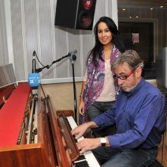 En la rádio con el compositor i pianista, Antoni Mas